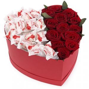 Композиция из роз и конфет Сладкий подарок