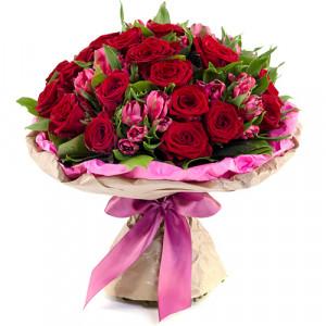 Букет роз и альстромерий Идиллия