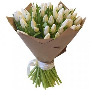 Букет 51 белый тюльпан в упаковке