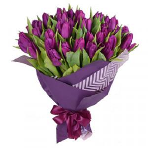 Букет 51 сиреневый тюльпан