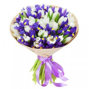 Букет белых тюльпанов и синих ирисов
