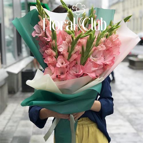Букет 15 розовых гладиолусов
