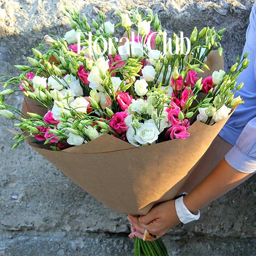 Букет 19 розовых и белых эустом