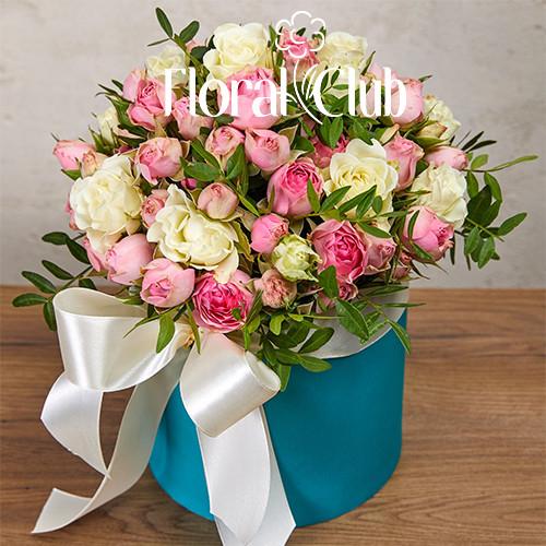 19 кустовых роз Микс в шляпной коробке