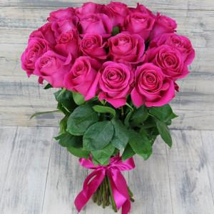 Букет 19 малиновых роз