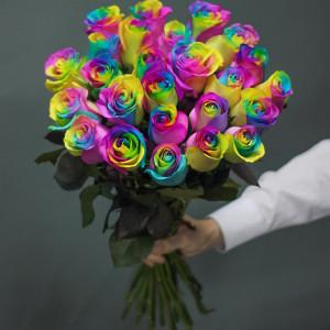 Букет 19 радужных роз
