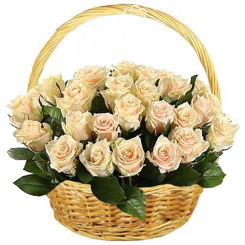 25 кремовых роз в корзине