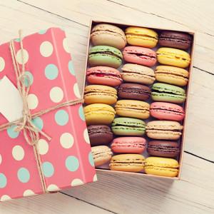 Пирожные Macarons в коробочке